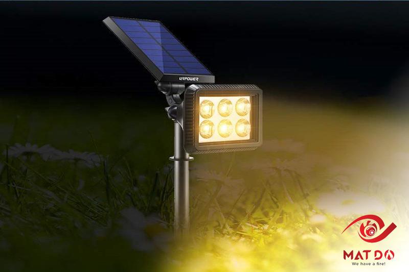 Review đèn led năng lượng mặt trời Mắt Đỏ